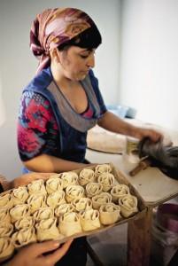 Одна из «констант» ингушской кухни – мучные изделия с начинками из творога, тыквы, картофеля, черемши и крапивы. И конечно – мяса.
