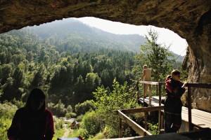 Здесь 40 тысяч лет назад жил древний человек.
