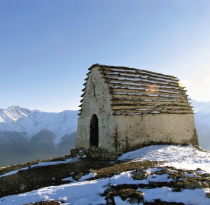 Из «Армхи» можно отправиться на «историческую» экскурсию. Например, к древним языческим капищам на горе Мятлом.