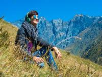 девушка в горах 200