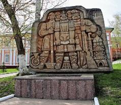 Памятник основателям города, на месте где стояла Саранская крепость.