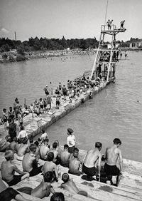 Вышка для прыжков на Комсомольском озере в Ташкенте, 1932г.