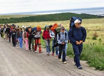 Раньше школьных педагогов обучали туристским навыкам.