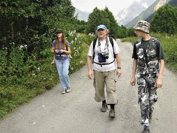 Сергей Минделе-вич сам водил и водит подростков в походы.