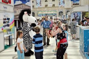 Пока взрослые будут выбирать летний отдых, детей развлекут веселые аниматоры.