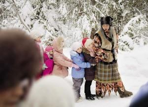 Народные гулянья на традиционном зимнем празднике «Святки в Вито-славлицах».