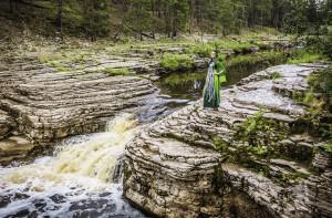 Водопады Курулуур – популярное место летнего отдыха жителей Якутска. Родники бурлят прямо среди известковых скал...