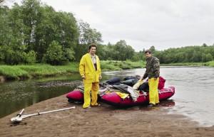 Раньше Олег (слева) увлекался рафтингом и сплавлялся с друзьями на плотах по рекам. Одно такое путешествие без еды и денег, с одной лишь сеткой для ловли рыбы, он вспоминает до сих пор.