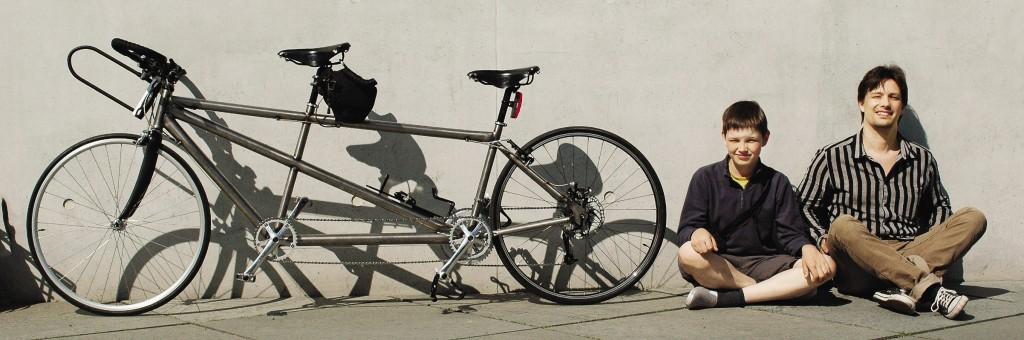 Олег с сыном проехал 3000 километров по Европе на велосипеде-тандеме.