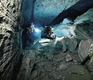 Попасть в Ординскую пещеру в Кавказской горе могут только опытные спелеодайверы.