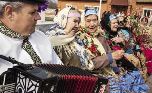 Знаменитые «тимошаночки» и их гармонист Андрей Касьян.