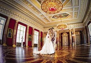 ...или в шикарных интерьерах Большого дворца «Царицыно».