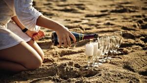 Выпускни Университета им.  И. Канта отметили день рождения философа на пляжах Веселовки.