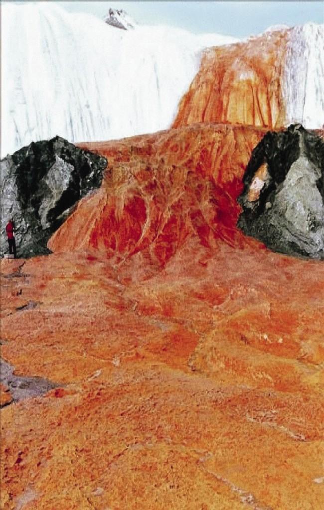 «Кровавый» цвет этому водопаду придают ионы железа.