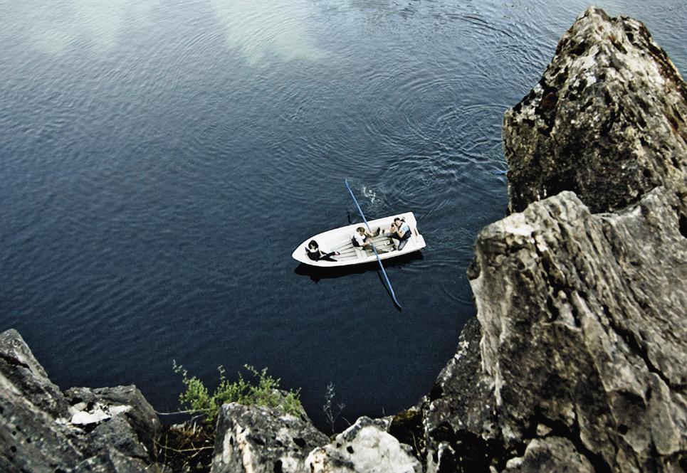 Самое популярное развлечение в Рускеале – прогулка на лодке.