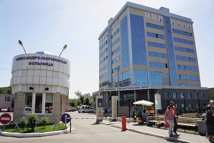 У входа в больницу…