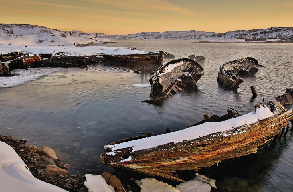 После фильма «Левиафан» скелеты брошенных кораблей стали достопримечательностью маленькой Териберки.