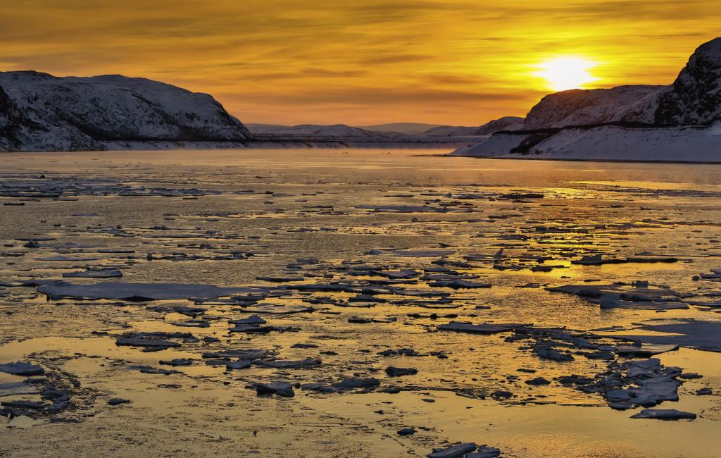 Арктическое солнце – редкий гость в этих краях в зимнее время. Полярная ночь здесь несколько месяцев и заканчивается только в середине января. Жители Териберки гордятся своей малой родиной…
