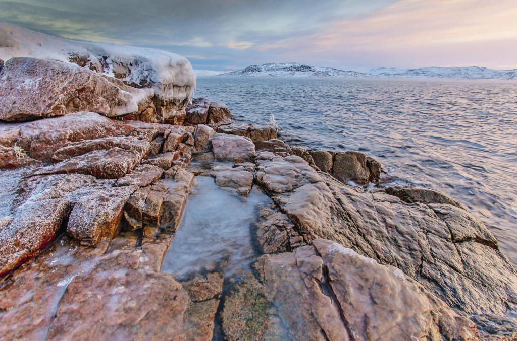 Баренцево море не замерзает благодаря теплому Гольф-стриму. Но и летом температура воды редко доходит до +5 градусов.