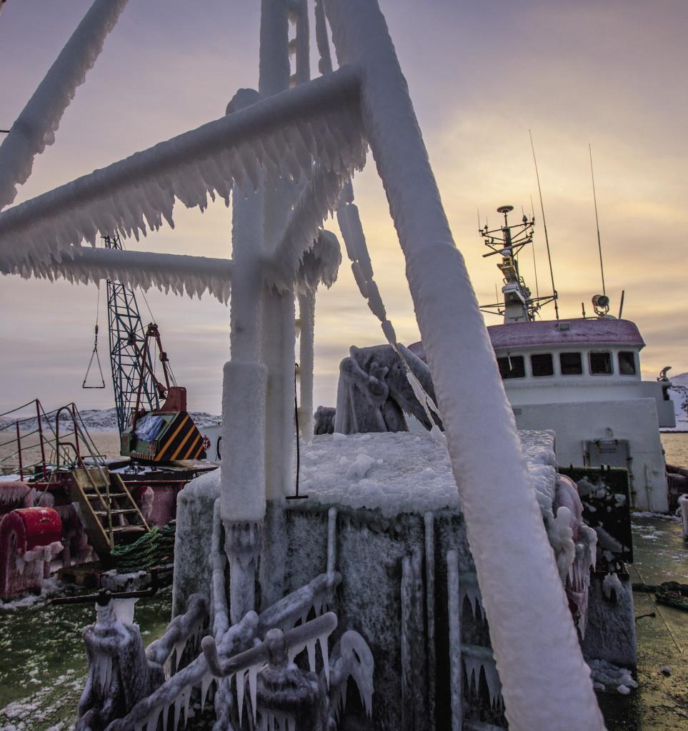 Если не чистить палубу корабля ото льда, через неделю плавания в открытом море она превратится в большой каток.