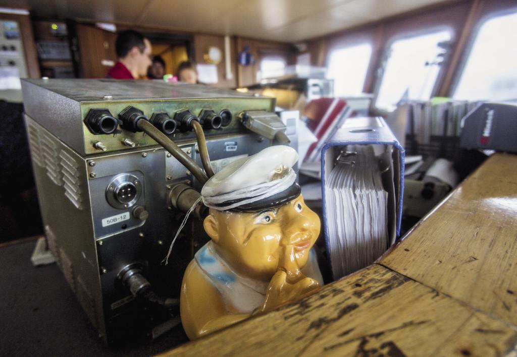Главный помощник и талисман «Невы» прошел вместе с экипажем не одну тысячу миль. Даже в шторм он сохраняет спокойствие…