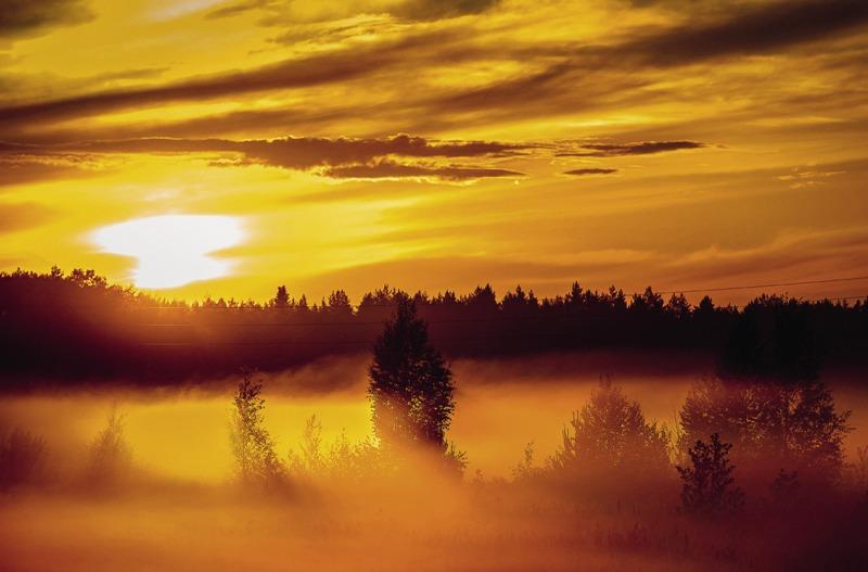 Закат… Туман… Вот она, настоящая Россия – где-то на полпути между Нижним Новгородом и Вологдой.
