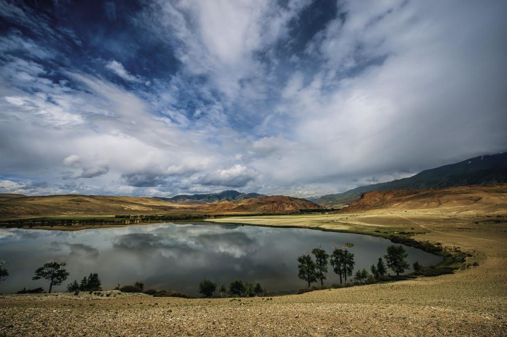 И снова Алтай. Место, где вода, горы и небо сливаются в одно целое…