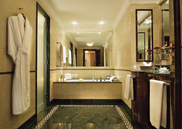Ванные комнаты «Ритц-Карлтон Москва» – одни из самых просторных в городе.