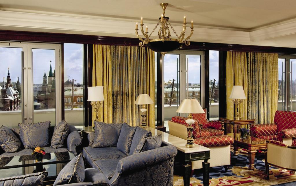 Из клубной гостиной открываются захватывающие панорамные виды на Красную площадь.