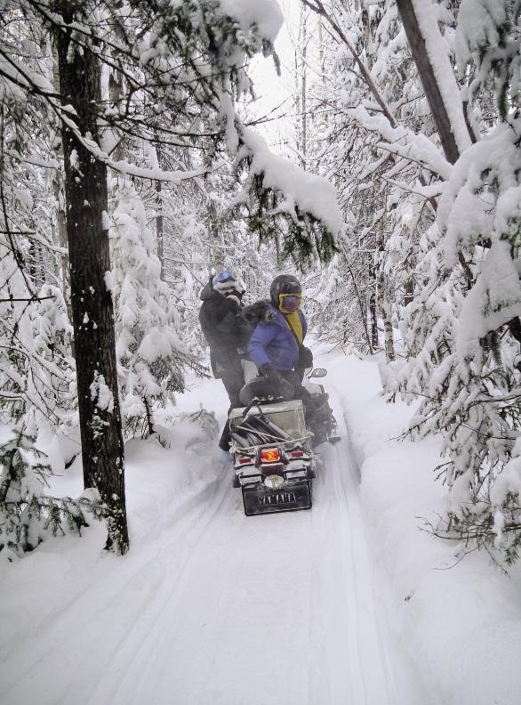 На третий день мы вконец акклиматизировались, и нам доверили управлять снегоходами.