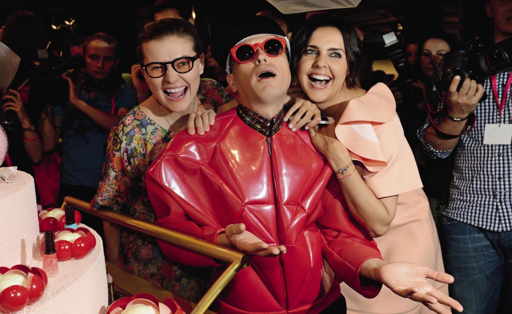 Мария Голубкина, художник Андрей Бартенев и телеведущая Ольга Шелест на открытии InStyle Beauty Bar в ЦУМе.