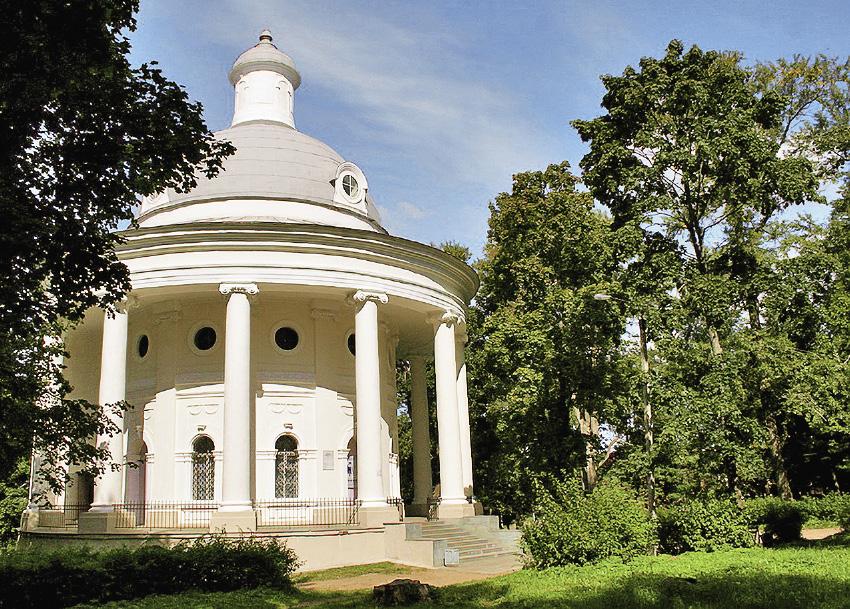 Здание музея размещено в церкви в форме ротонды.