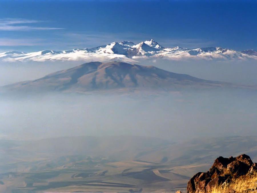 Гора Арагац – потухший вулкан и наивысшая точка Армении (4090 м)