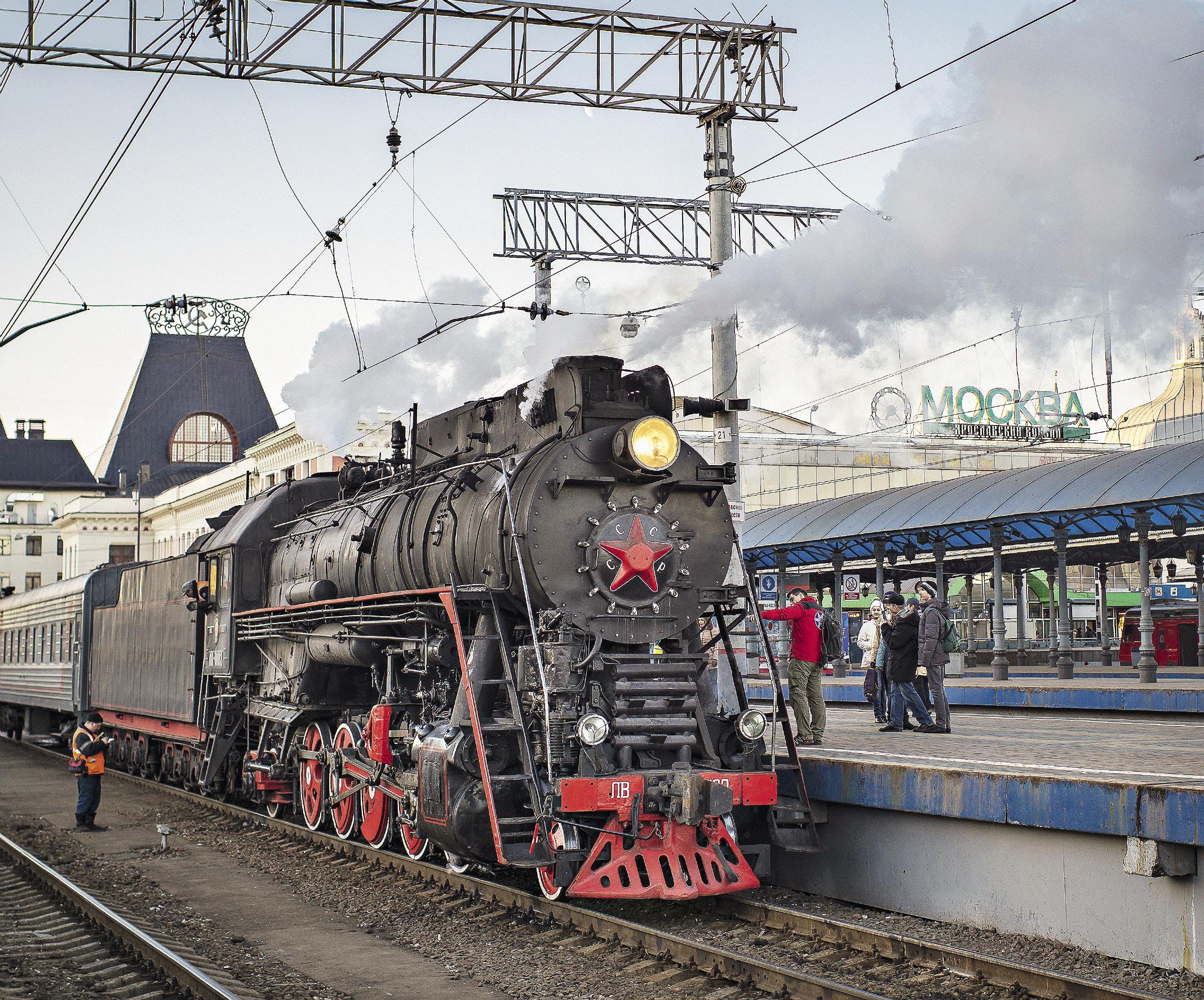 Паровоз из прошлого на Ярославском вокзале развлекал отъезжающих. Ярославская область