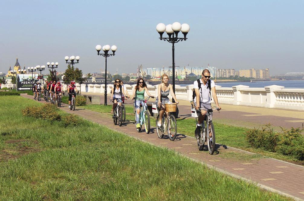 Велодорожка, идущая по набережной, пользуется большой популярностью у любителей здорового образа жизни. Нижний Новгород. Нижегородская область