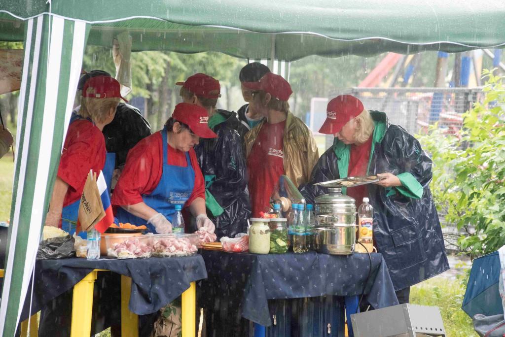 Организаторы предусмотрели все варианты и заранее подготовили шатры от дождя. Ярославская область