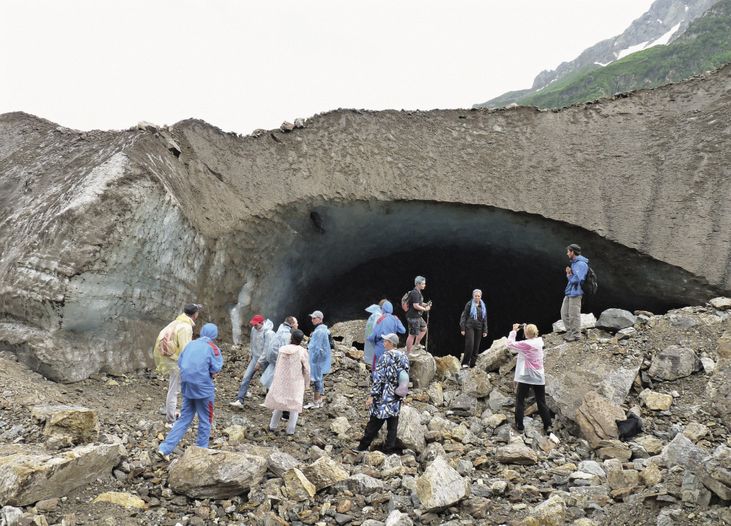 Осмотр ледяных пещер, образующихся из-за таяния ледников, – дело опасное. Волгоградская область