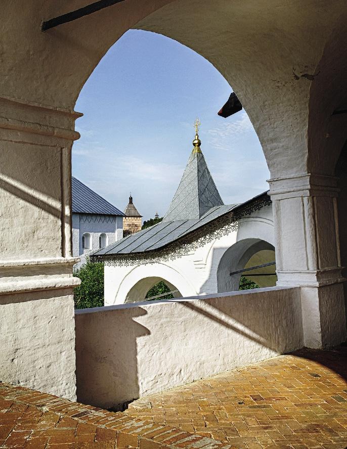 В Суздале гостиница «Покровская» расположена на территории действующего Покровского монастыря. Владимирская область
