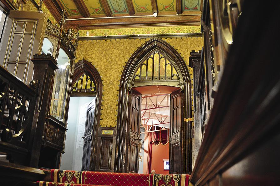 Фойе особняка Бахрушина создано «по мотивам» английской готической архитектуры. Москва