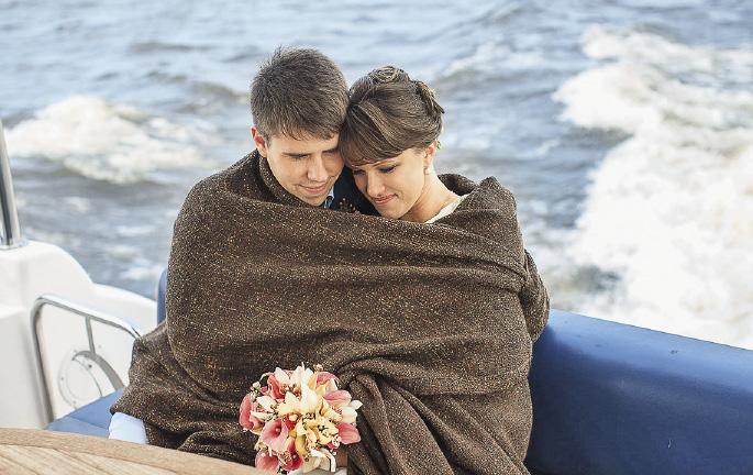 Клуб «Адмирал» предлагает романтические поездки по водохранилищу. Московская область
