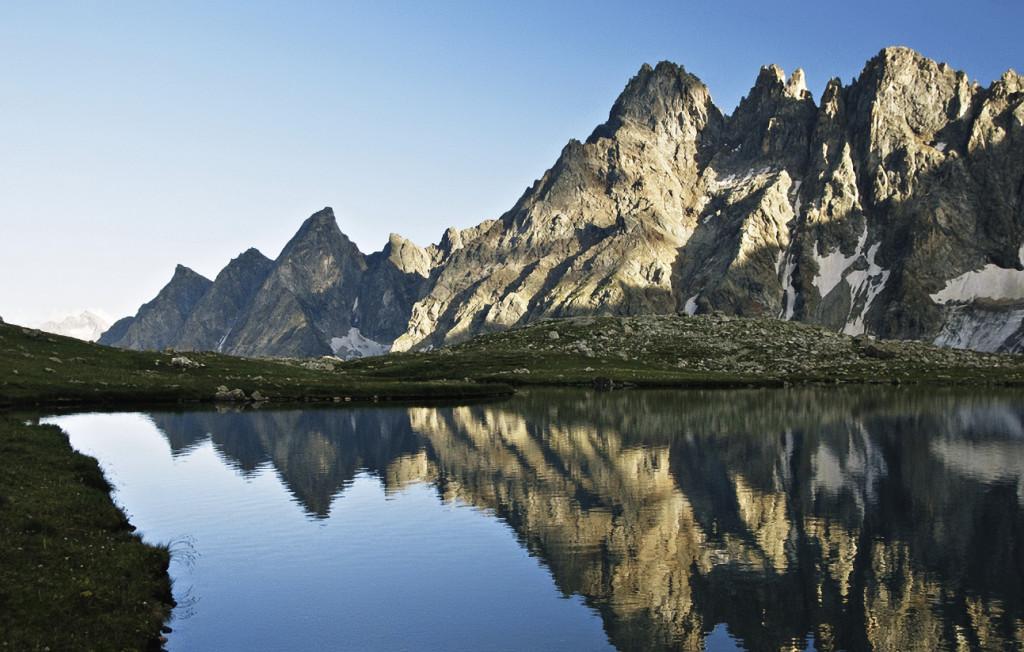 Хаджибийское озеро по местной легенде возникло из слез юноши Хаджиби, разлученного со своей возлюбленной Бадук. Карачаево-Черкесия