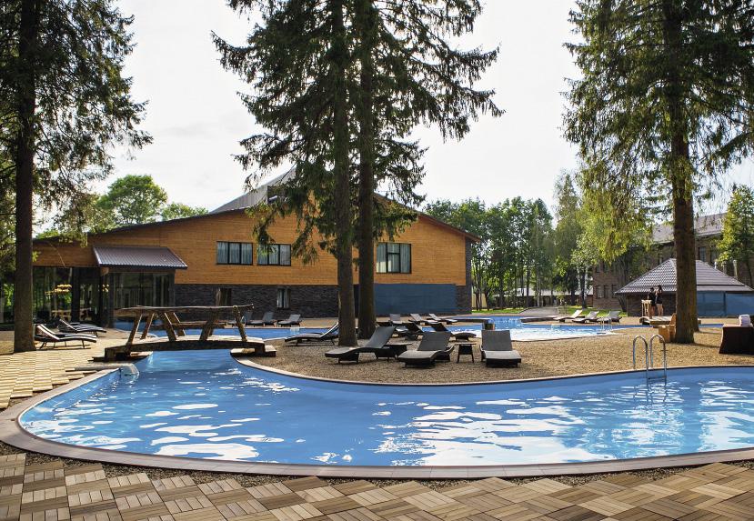 Гордость парк-отеля «Солнечный» – подогреваемый бассейн под открытым небом. Московская область