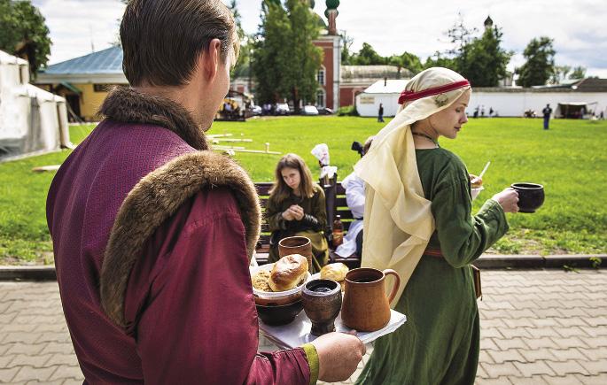 На Руси уважали хмельной мед, а на исторических фестивалях чаще обходятся квасом. Ярославская область