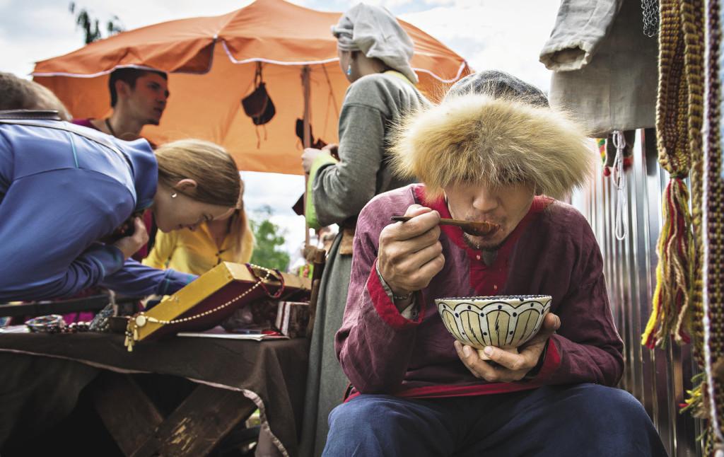 На фестивале каждый находит свое: кому – украшения, а кому – угощение. Ярославская область