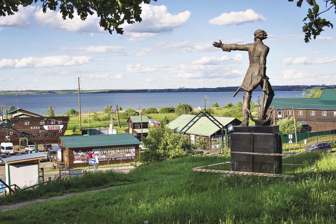 Бронзовый Петр указывает на Плещеево озеро, но думает о выходе к Балтийскому морю. Ярославская область