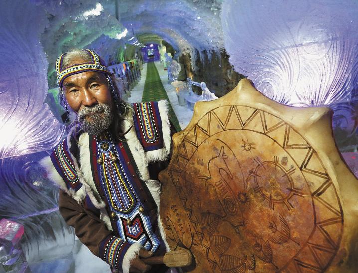 В ледяной пещере «Дыхание Олимпиады» (этно-усадьба Атласовых в Якутии). Якутия