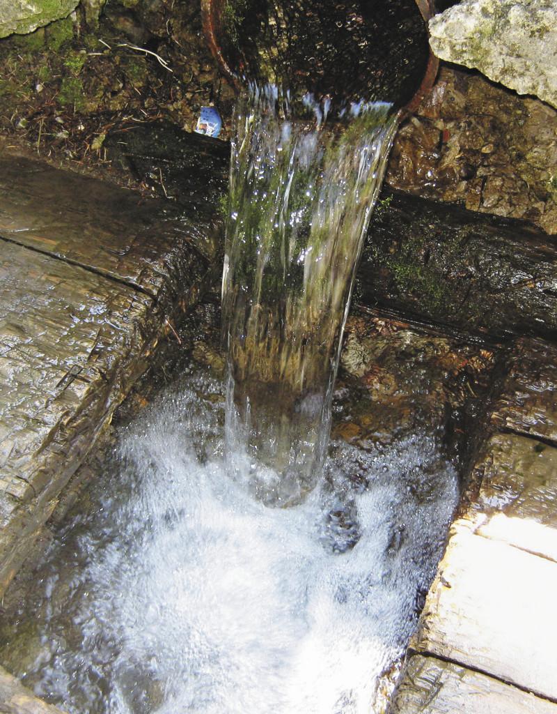 Никольский ключ. Эта вода поражает своей чистотой и, как выяснили исследователи, содержит ионы серебра. Пермский край