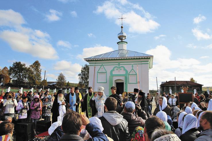 Освящение отреставрированной часовни и вновь построенной Романовской богадельни в Ныробе. Пермский край
