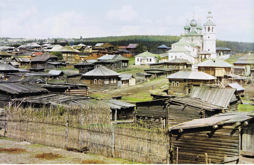 Вид с юго-запада на среднюю часть села Ныроб. 1910 г. С тех пор тут многое изменилось, но церкви по-прежнему радуют глаз приезжающих туристов. Пермский край.