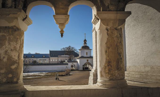 Вид с галереи, по которой бегали от стрельцов Жорж Милославский и Иван Васильевич. Ярославская область